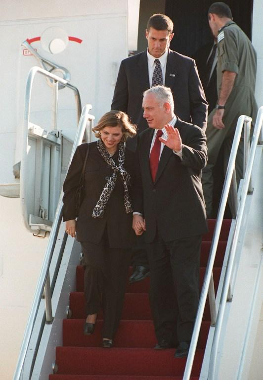 Массовые демонстрации вынудили Нетаньяху отказаться от кровати в самолёте