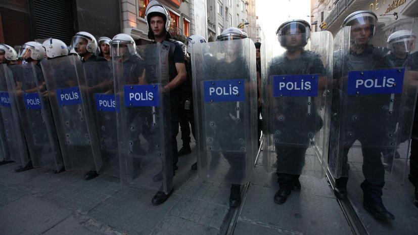 Более 700 сотрудников турецкой полиции потеряли работу из-за коррупционного скандала