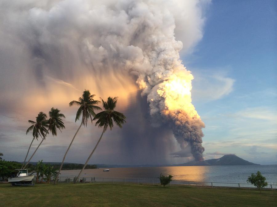 В Папуа-Новой Гвинее и Исландии извергаются вулканы - объявлена тревога для авиакомпаний