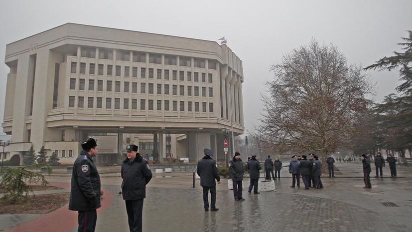 В Крыму начались переговоры властей с людьми, захватившими здание Рады и Совета министров