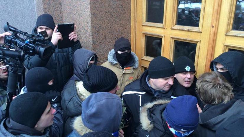 Протестующие предприняли попытку штурма здания мэрии Киева