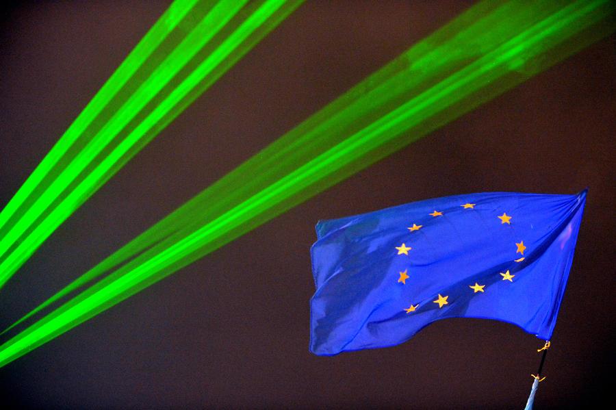 Рейтинговое агентство S&P начало сомневаться в кредитоспособности ЕС
