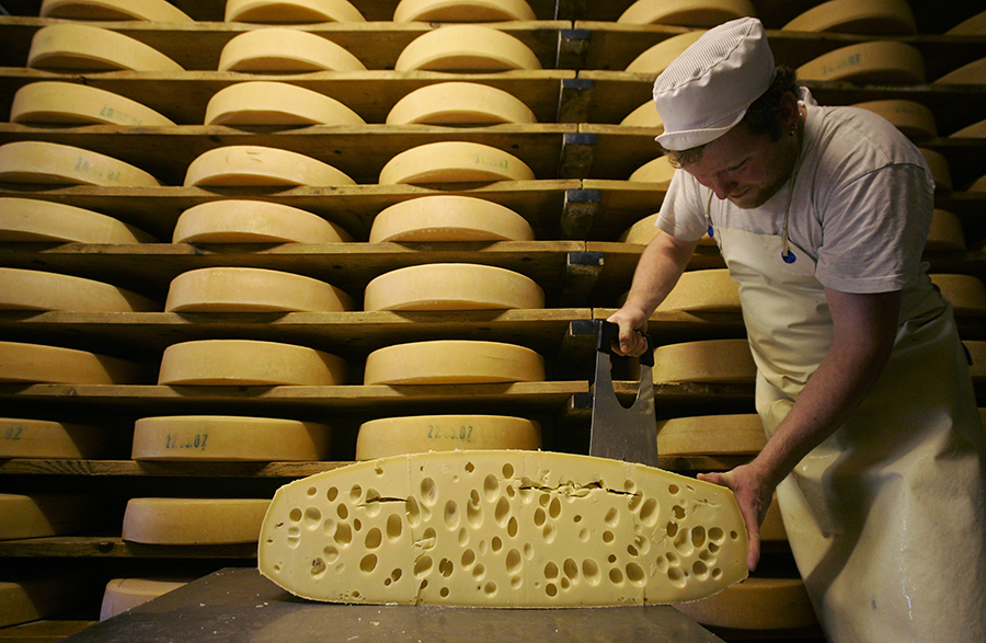 Искусством сыроварения владели еще первобытные люди