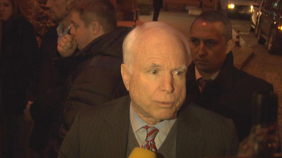Джон Маккейн потребовал от России не вмешиваться в происходящее на Украине