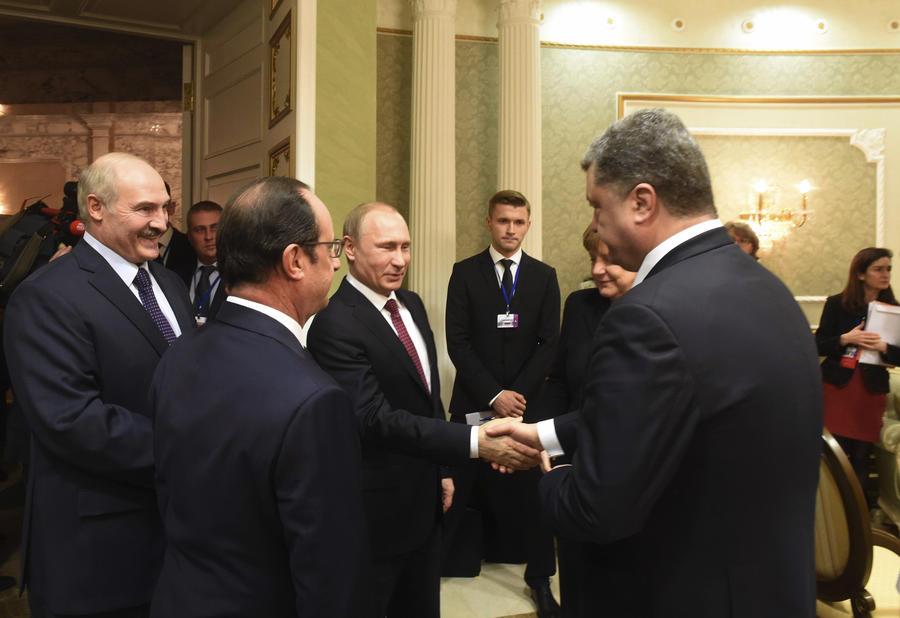СМИ: Украинскому ТВ запретили показывать рукопожатие Владимира Путина и Петра Порошенко