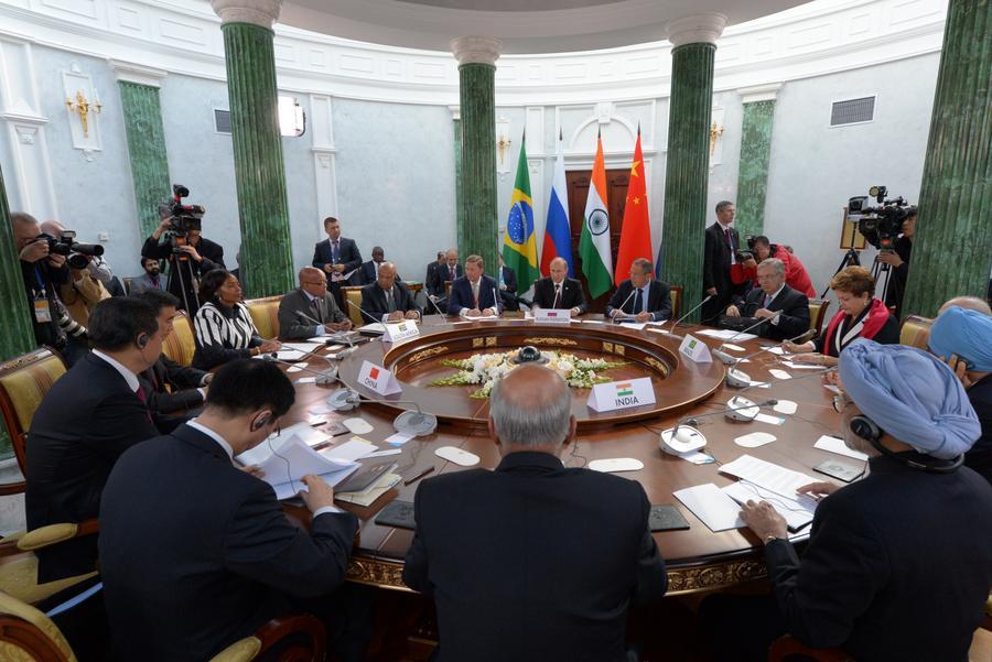 Страны БРИКС потратят на стабилизацию мировой экономики $100 млрд