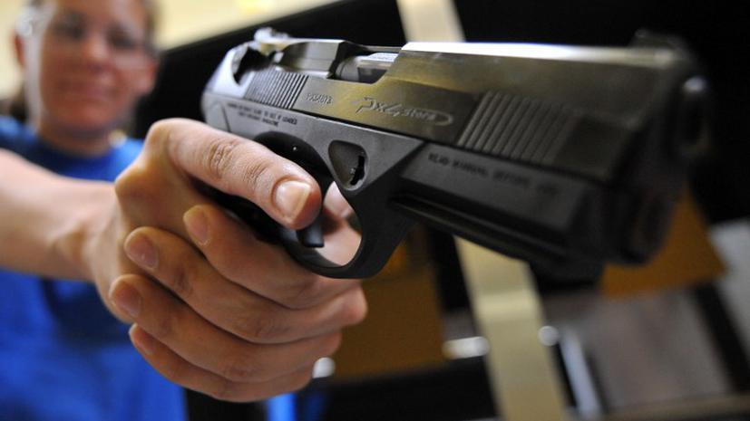 В американском магазине покупателям разрешили расстреливать друг друга
