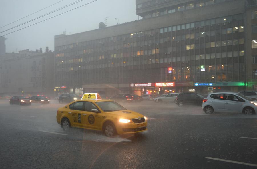 Автомобилисты просят правительство РФ защитить таксистов от Uber, Gett и «Яндекс.Такси»