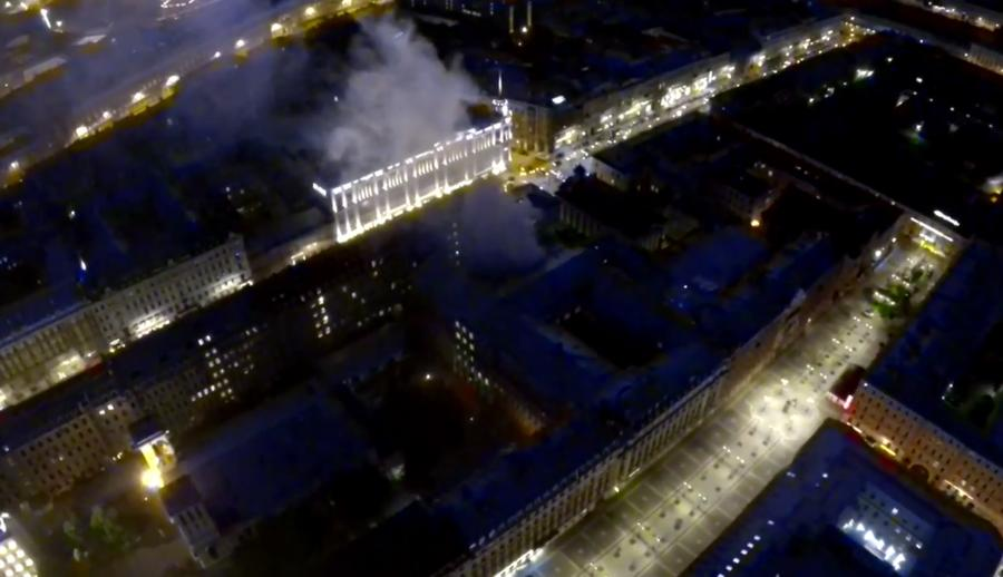 По меньшей мере девять человек пострадали в результате крупного пожара в центре Санкт-Петербурга