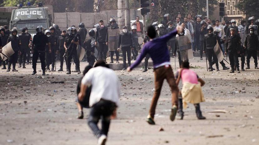 Новые столкновения в Каире: демонстранты вступили в бой с полицией