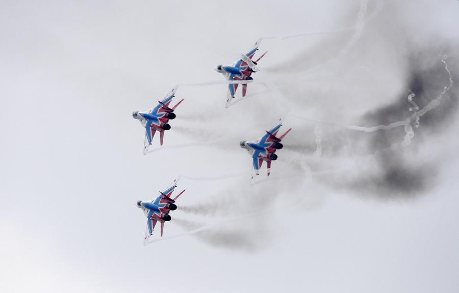 70 самолётов ВВС России пролетят сегодня над Севастополем