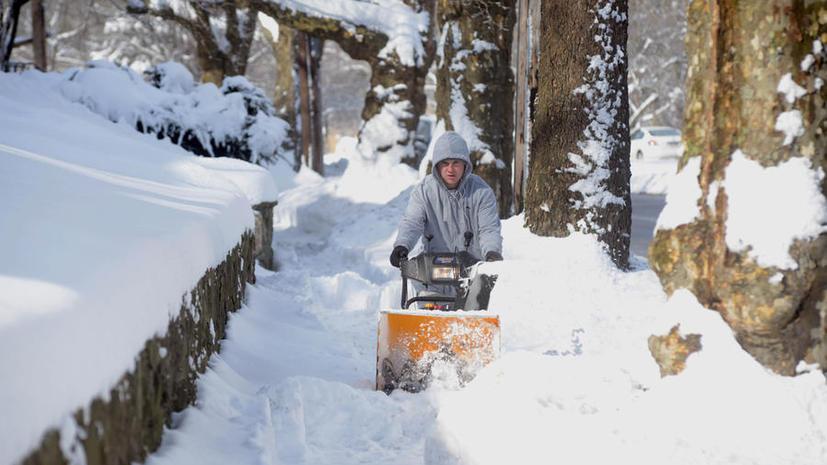 На северо-востоке США после сильного снегопада без электричества остаются около 125 тысяч потребителей