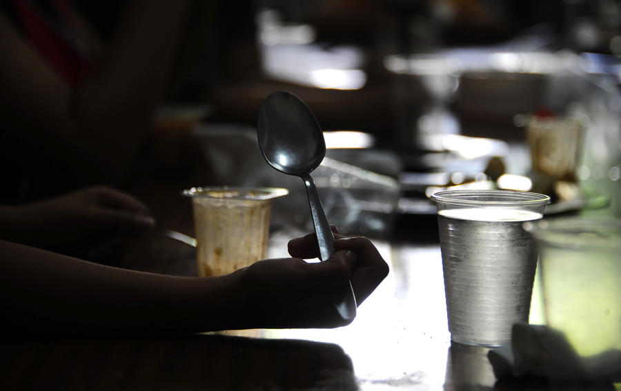 Голодное Рождество: В Испании набирают популярность столовые для бедняков