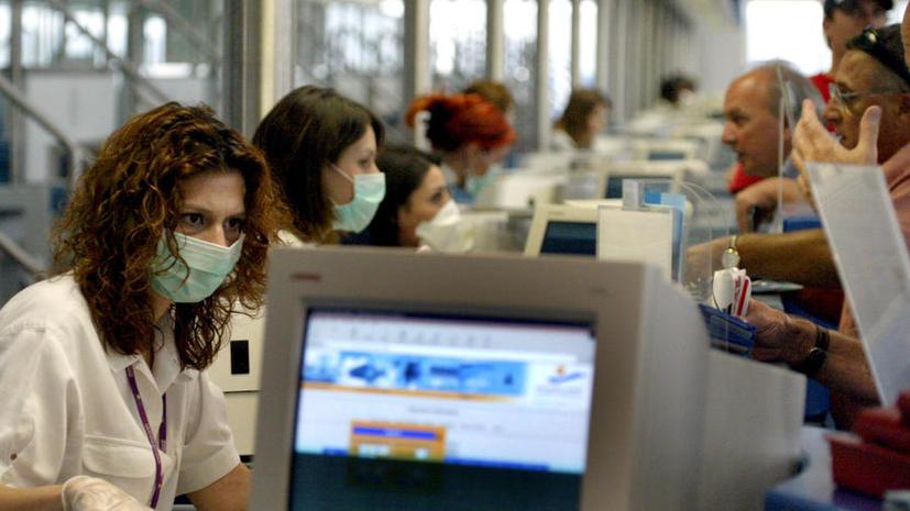 Миллионы греков лишились государственной медицинской страховки
