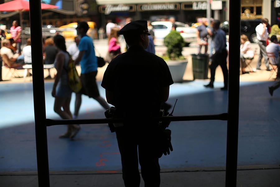 В США полицейские ударили электрошокером глухого мужчину, который не смог их расслышать