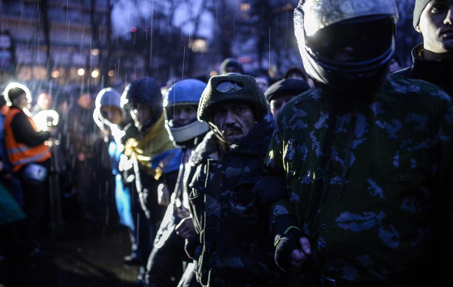 У стен Киево-Печерской Лавры дежурят отряды самообороны с Майдана в связи с угрозой её разграбления