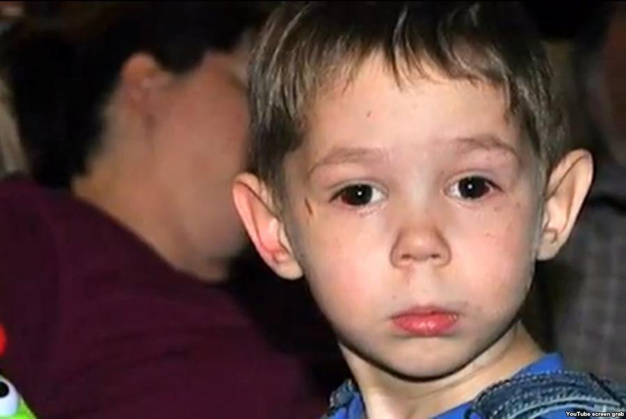 Американские медики: 3-летний Максим Кузьмин постоянно наносил себе увечья