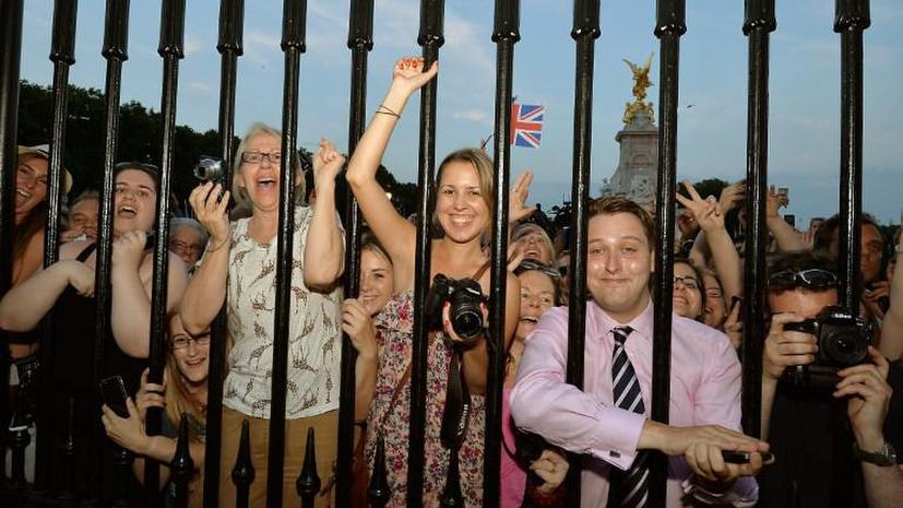 Торжество в королевстве: Великобритания празднует рождение нового принца