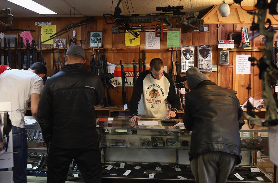 Сеть магазинов в США прекратит  выдавать оружие напрокат, чтобы остановить нарастающую волну самоубийств