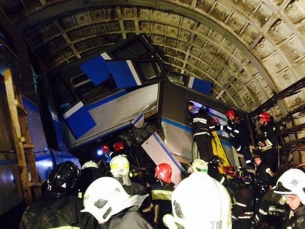 Очевидец: Вагон метро был всмятку, на полу – много крови и раненых