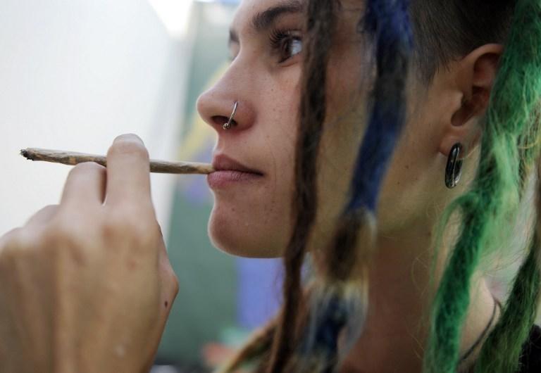 В развитых странах растет число женщин, зависимых от наркотиков