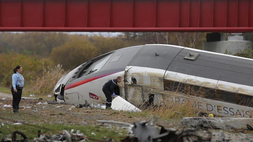 Не менее семи человек погибли при крушении скоростного поезда во Франции