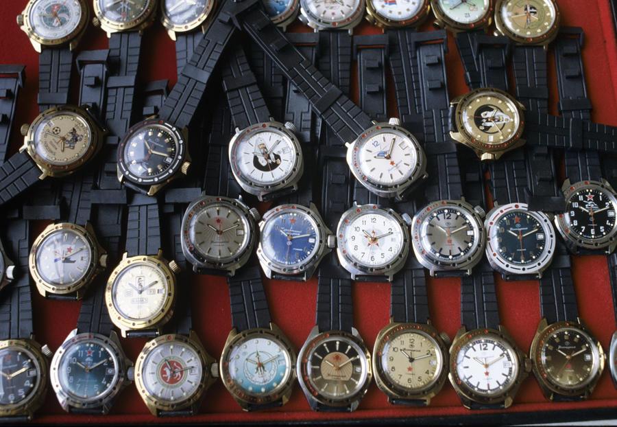 В следующем году в России появятся часы с чипом для оплаты покупок и проезда в метро