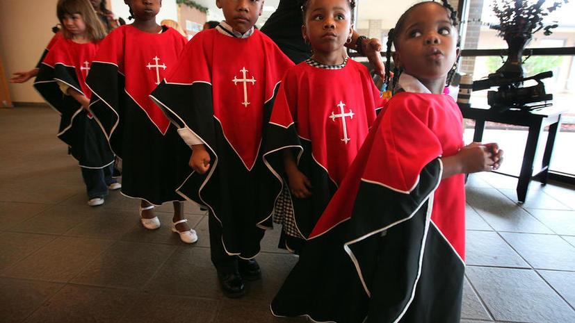 В США родители требуют оградить детей от священников-педофилов