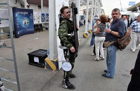 Люди с ограниченными возможностями протестируют первый российский экзоскелет