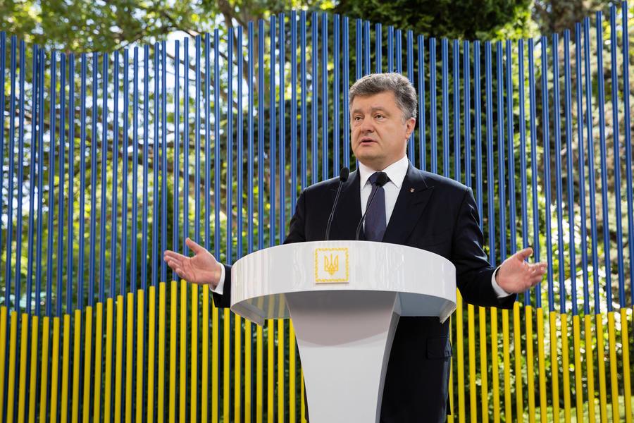 Немецкие СМИ: Пётр Порошенко своими руками делает Донбасс русским
