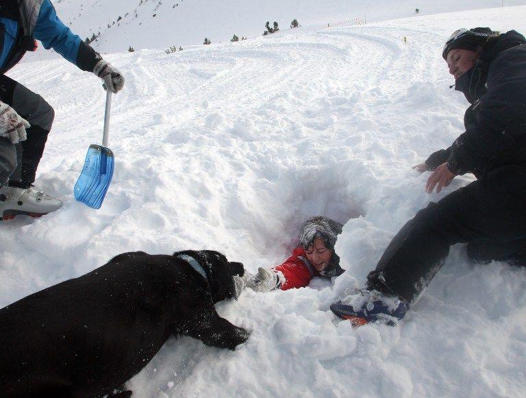 В Туве снежная лавина накрыла школьников
