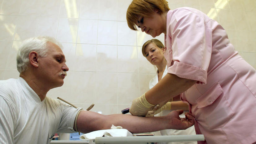 Минздрав: Российские врачи уже получают больше $1 тыс.