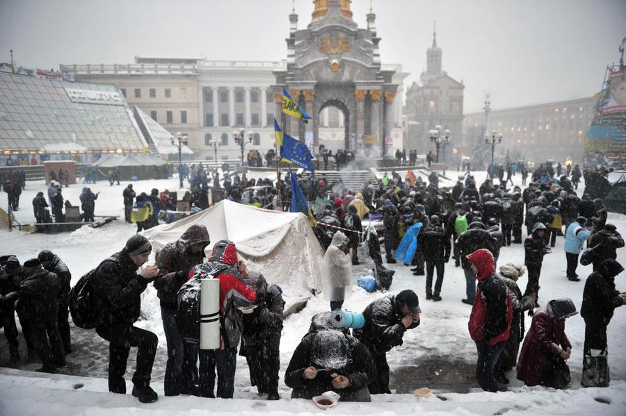 Власти Киева решили залить каток на Майдане Незалежности