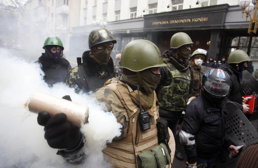 МВД Украины: Огнестрельное оружие в центре Киева могли применить митингующие