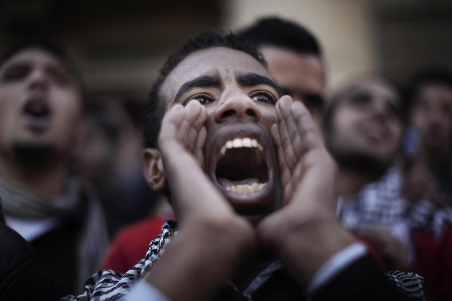 Египетские студенты вышли на демонстрацию после массового отравления в столовой университета