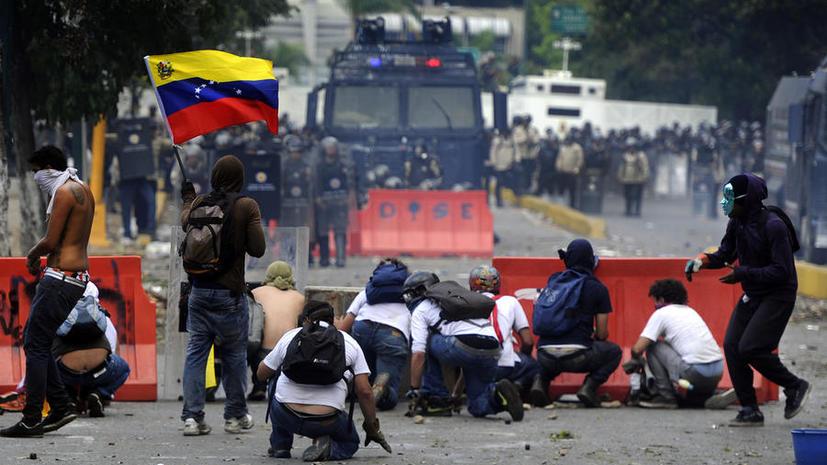 Николас Мадуро: Оппозиция штурмует высотное здание в столице