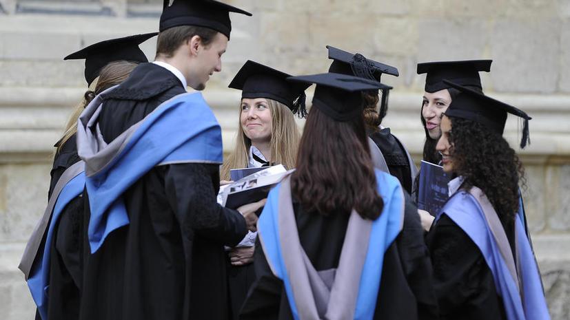 Британские вузы набирают студентов мужского пола, чтобы они не стали меньшинством