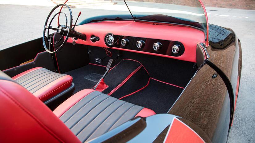 Самый первый автомобиль Бэтмена ушёл с молотка в США почти за $140 тыс.