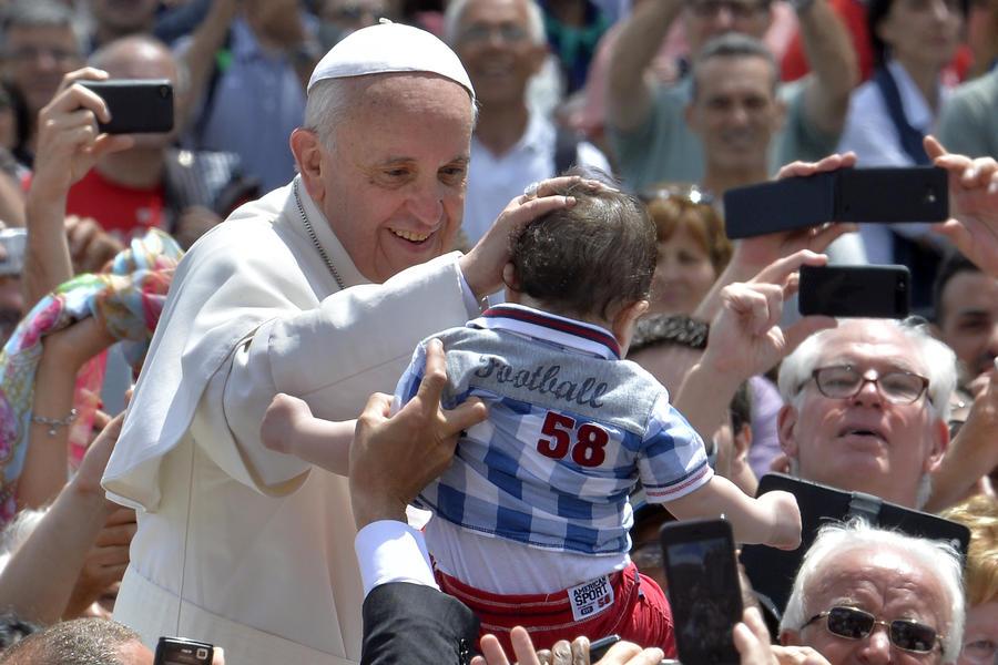 Ватикан начал вещание через iPad