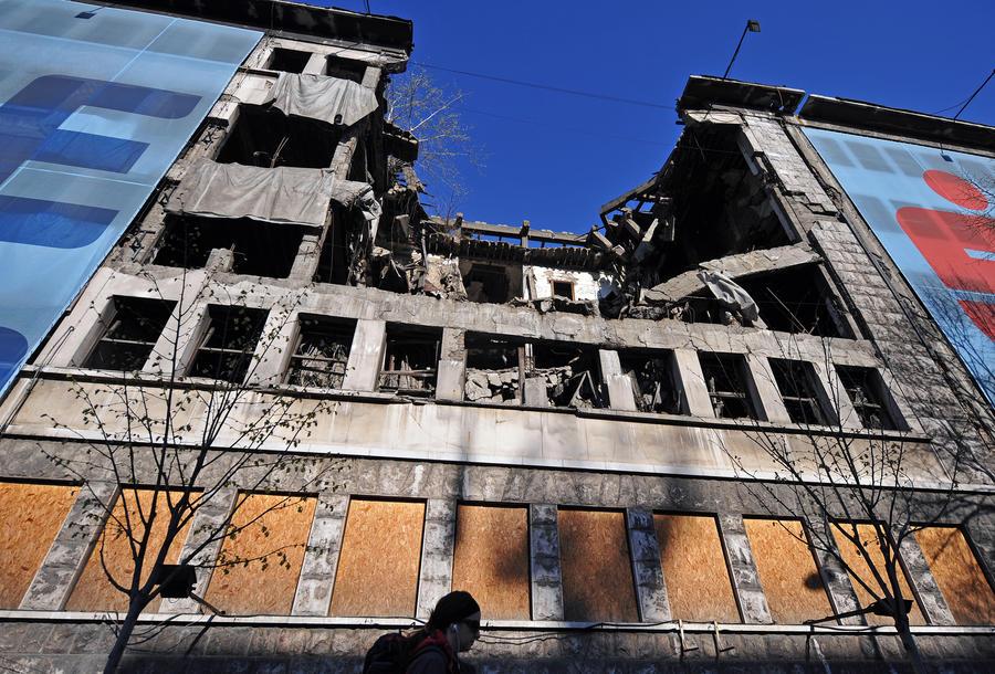 В годовщину бомбёжек Белграда Макфол поздравил сербов с выдающимся экономическим ростом
