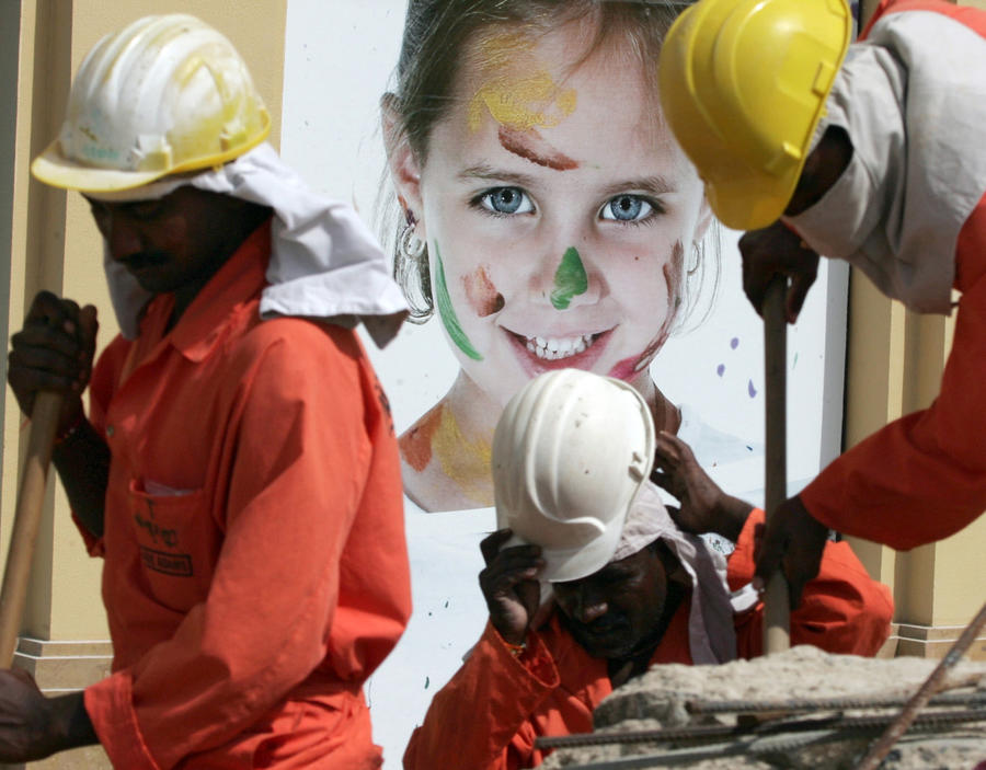 Университет Нью-Йорка закрыл глаза на бесчеловечное обращение со строителями филиала в ОАЭ