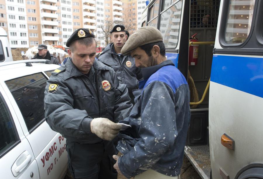 Более 50 мигрантов задержаны в ходе рейда в московском ресторане
