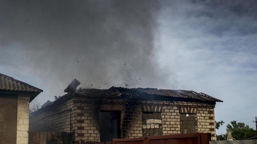 Украинские силовики всю ночь обстреливали сёла под Луганском, есть жертвы среди мирных жителей