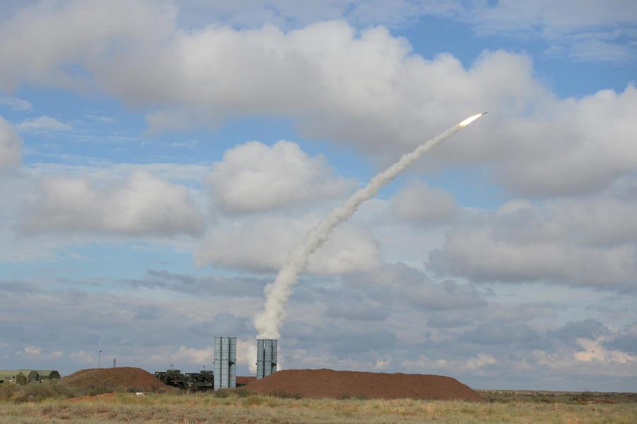 Эксперты: Поставки комплексов С-300 Ирану помогут установить баланс сил в регионе