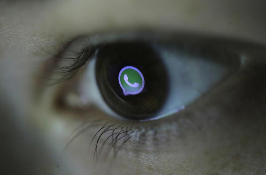 Пользователи соцсетей отреагировали на сбой WhatsApp по всему миру