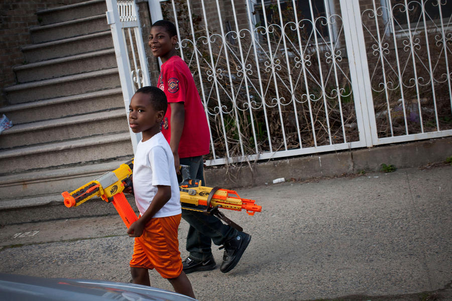В США полицейские застрелили мальчика с игрушечным автоматом