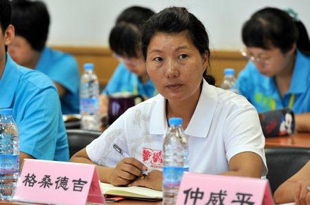 Самая красивая сельская учительница — Гэсан Дэцзи