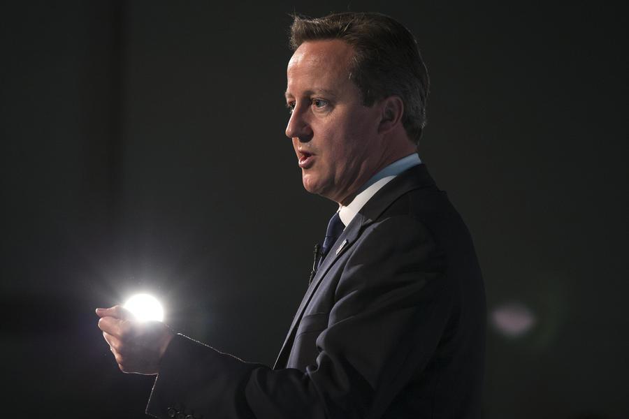 Критики обвинили Дэвида Кэмерона в занятии сёрфингом вместо борьбы с терроризмом