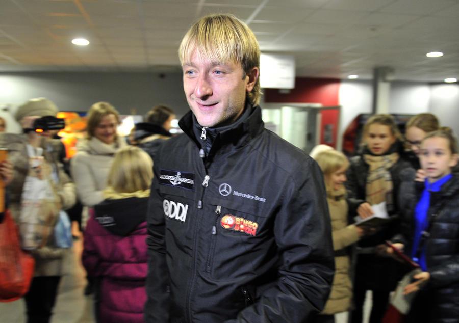 Евгений Плющенко планирует показать в прямом эфире, как ему делают операцию на позвоночнике