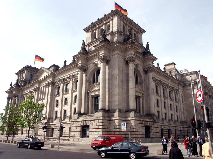 Немецкие СМИ: элита в ФРГ раскололась на два лагеря в вопросе взаимодействий с Россией